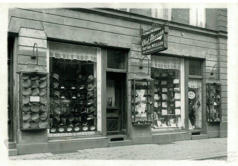 Utsidan av hattbutiken när den ägdes av Olof Åkesson